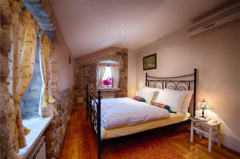 Bedroom in Vis villa - Croatian Villas