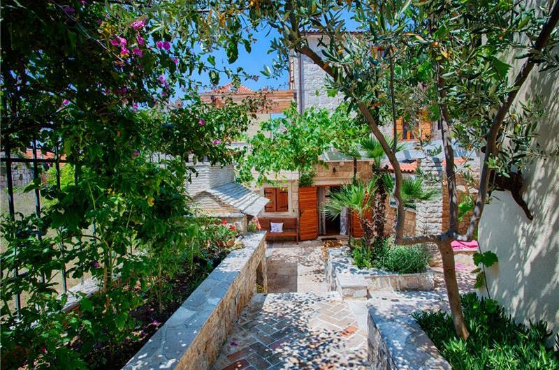 Garden in Vis villa - Croatian Villas