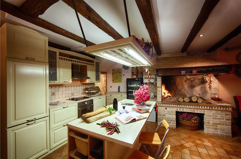 Kitchen in Vis villa - Croatian Villas