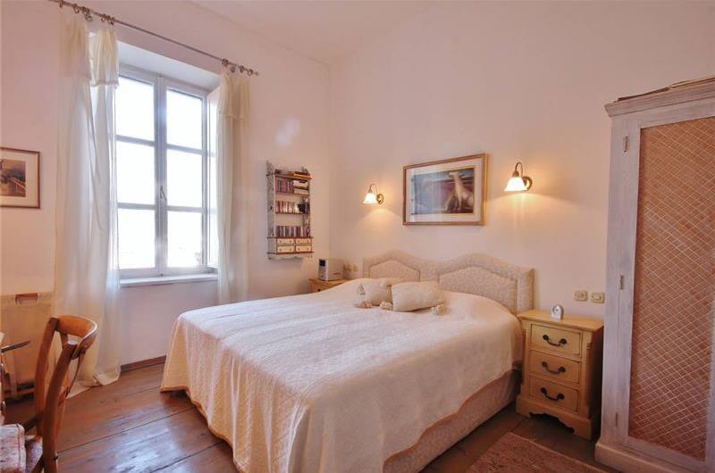 7 Bedroom Luxury Palazzo-style Villa on Vis Town waterfront, Vis Island, Sleeps 17