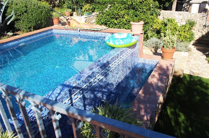 4 Bedroom Villa with Infinity Pool in Bol, Brac Island, sleeps 8