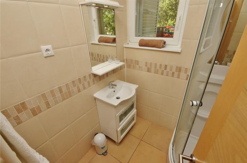 3 Bedroom Istrian Villa with Pool in Labin, Sleeps 6-8