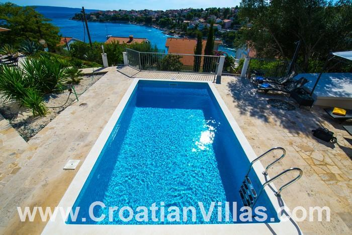 2 Bedroom Apartment with Pool on Ciovo, Sleeps 4-6