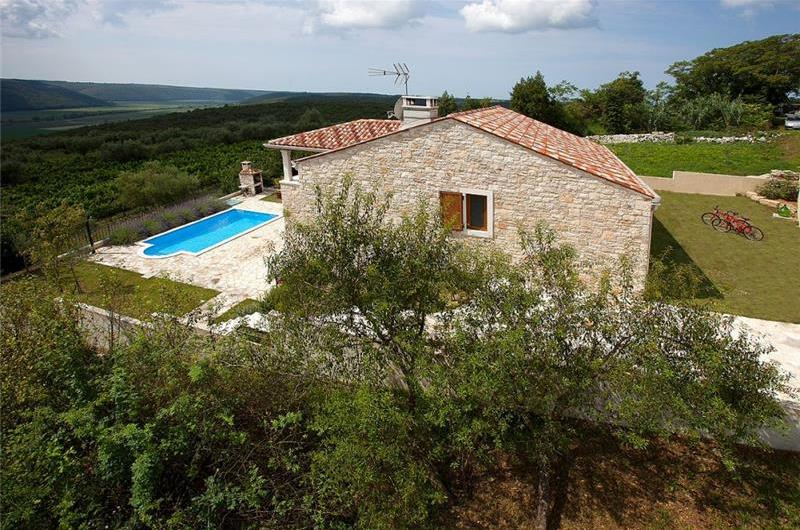 3 Bedroom Villa with Pool near Buje, Sleeps 6-8