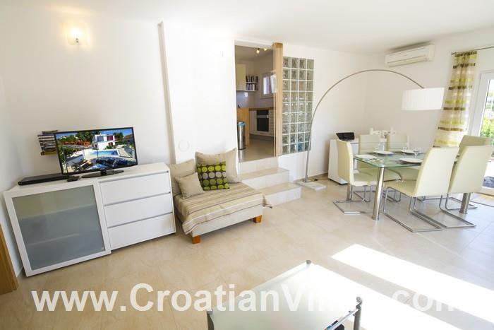 3 Bedroom Villa with Pool on Ciovo, Sleeps 6-10