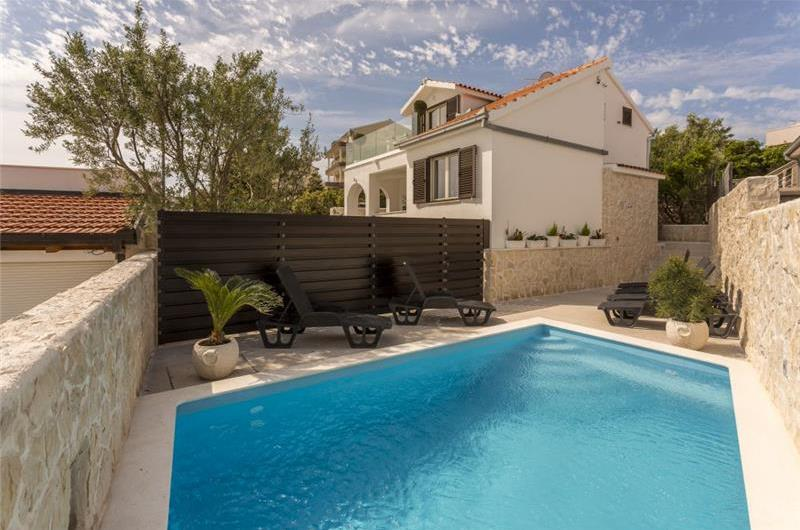 4 Bedroom Villa with Pool close to beach in Sevid, near Primosten - sleeps 8-9