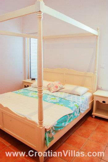 Istrian Villa with pool, Holiday house in Croatia, Sleeps 7-9  (IS140)