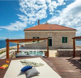 2 Bedroom Villa on its own Island near lively Vis Town, sleeps 3-5