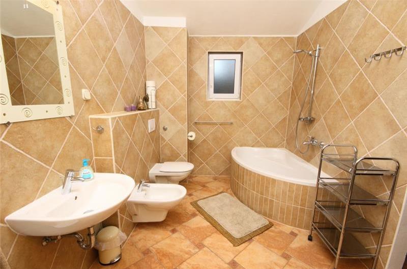 5 Bedroom Villa with Sea Views. Sleeps 10-11