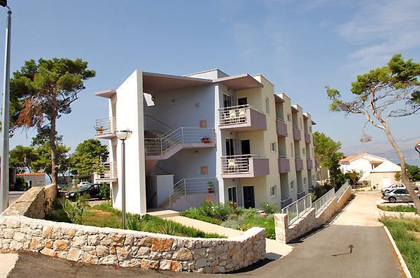 1 Bedroom Apartments in Postira, Sleep 2-4