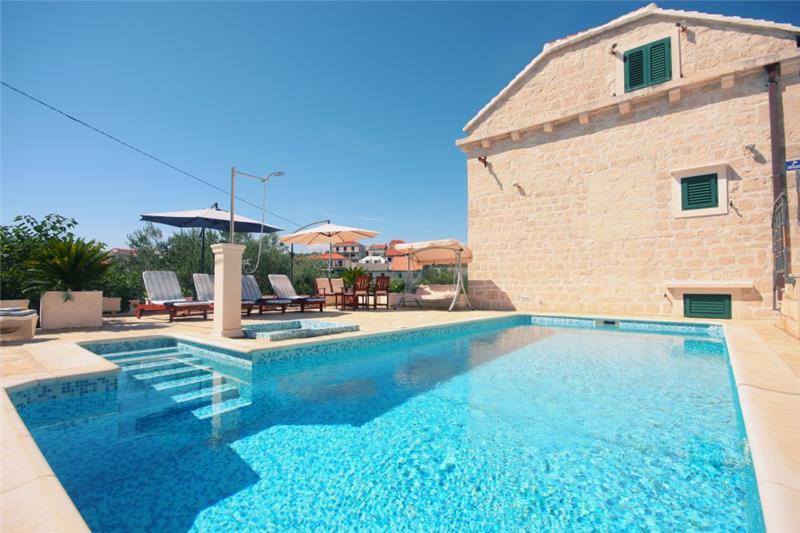 5 Bedroom Villa With Pool In Sumartin, Sleeps 10 12