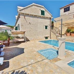 5 Bedroom Villa with Pool in Sumartin, Sleeps 10-12
