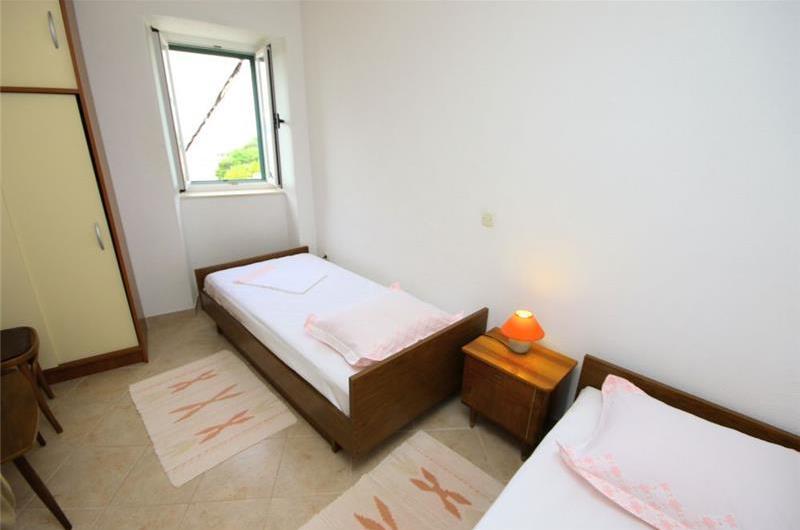 2 Bedroom Villa in Brela, Makarska Riviera, Sleeps 4-5