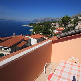 2 Bedroom Apartment in Brela, Sleeps 4-5