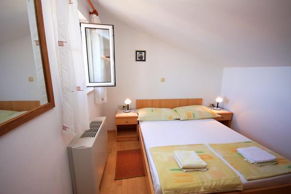 2 Bedroom Apartment in Brela, Sleeps 4-5