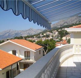 3 Bedroom Apartment in Brela, Sleeps 6