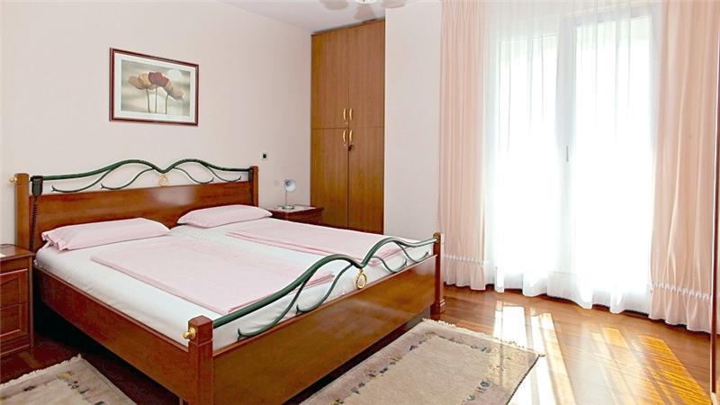 3 Bedroom Apartment in Brela, Sleeps 6