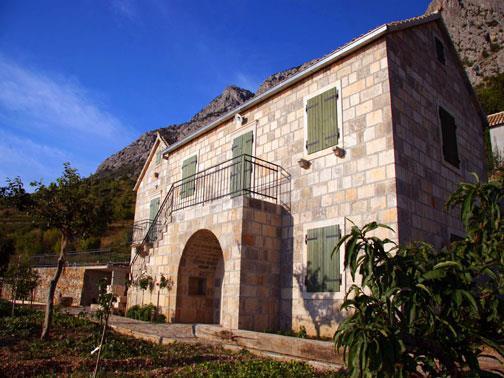 4 Bedroom Villa with Pool in Brela, Sleeps 8-10