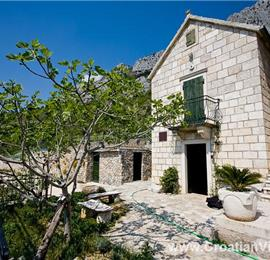 4 Bedroom Villa with Pool in Brela, Sleeps 8-10