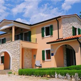 Selection of four and five bedroom country villas with 2 shared pools