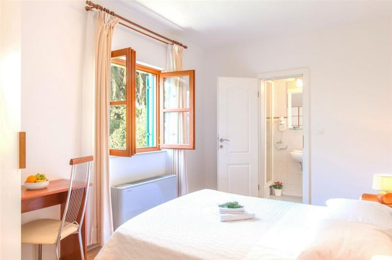 4 x 4 bedroom Villas with Pools in Hvar Town, Sleeps 8