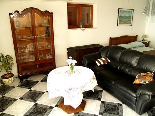 3 Bedroom Villa with Pool in Brela, Sleeps 6-7