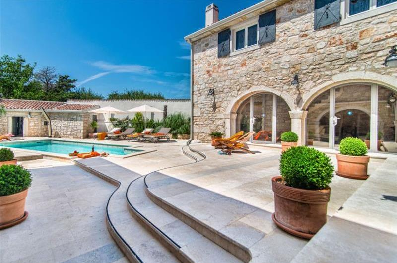 4 Bedroom Istrian Villa with Pool near Vrsar, sleeps 8