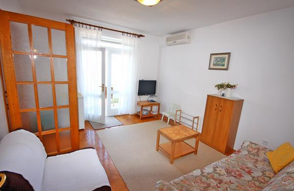 2 Bedroom Apartment in Brela, Sleeps 4-6