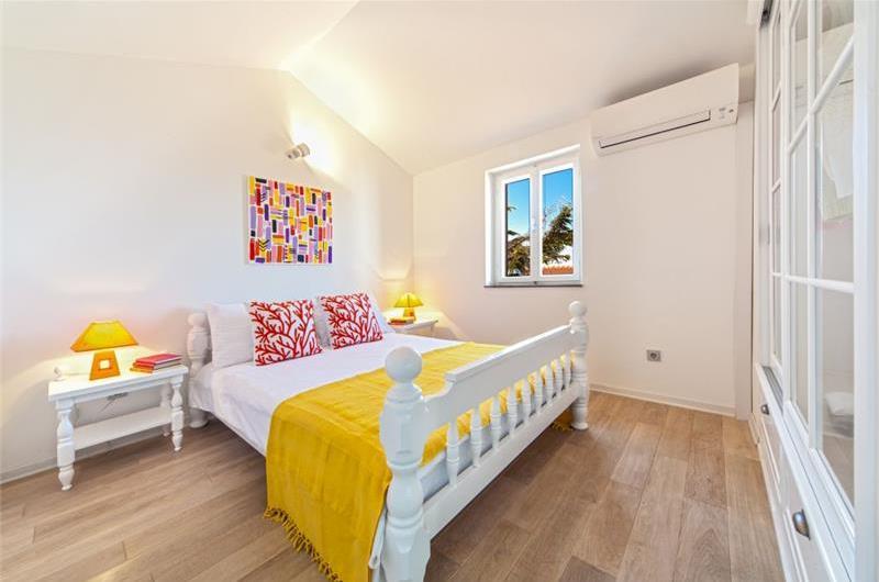 5 Bedroom Villa with Pool in Baska Voda nr Brela, sleeps 8
