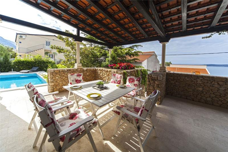 5 Bedroom Villa with Pool in Baska Voda nr Brela, sleeps 8