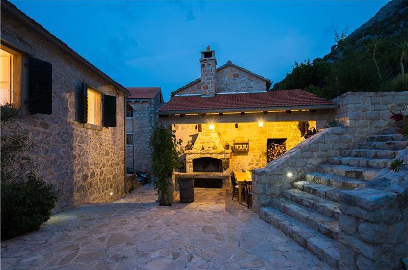 5 bedroom Hvar Island Villa with Pool sleeps 10-14
