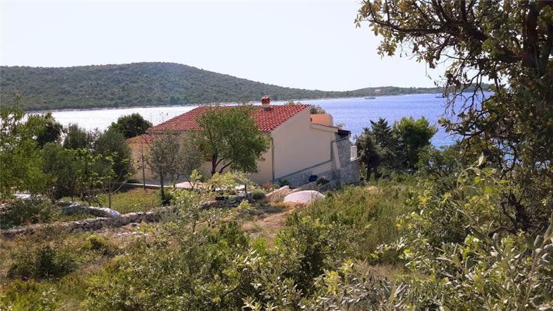 3 Bedroom Seaside Cottage in Sevid near Primosten sleeps 6