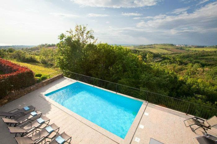 Istrian Villa with Pool and Sea Views near Buje, sleeps 8