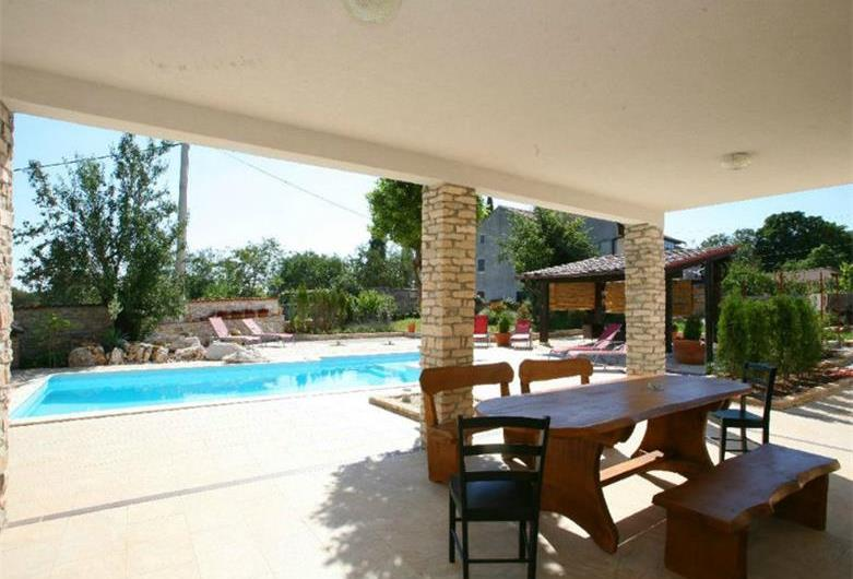 Large Istrian Villa with Pool in Manjadvorci, sleeps 9