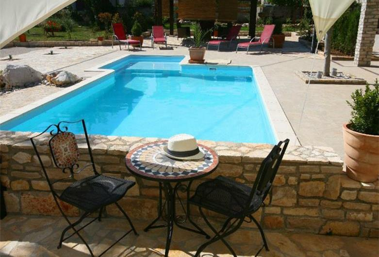 5 Bedroom Istrian Villa with Pool in Manjadvorci, sleeps 9