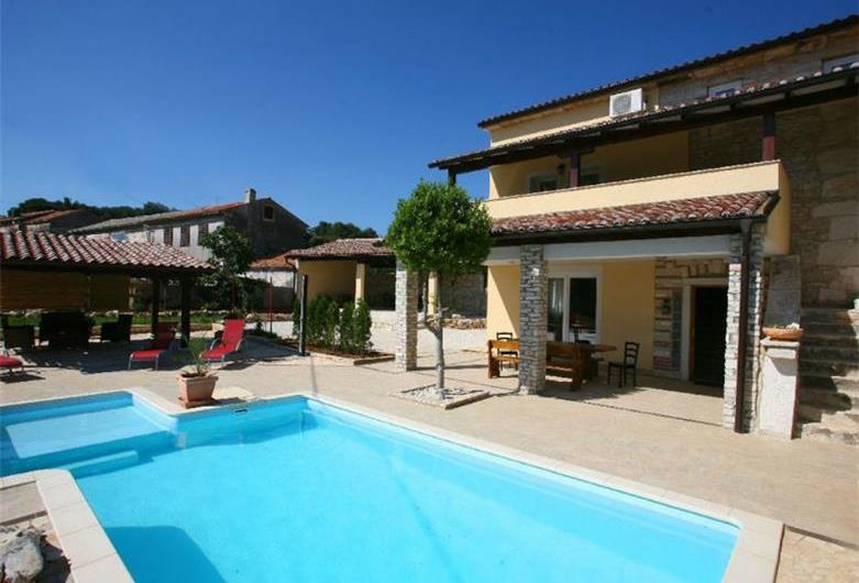 Large Istrian villa with pool in Manjadvorci, Sleeps 10