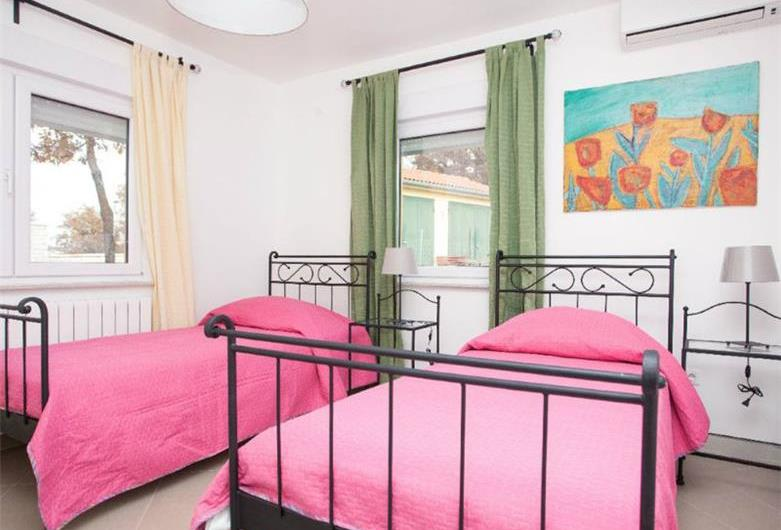 Villa with pool near Rovinj, Istria, Sleeps 9