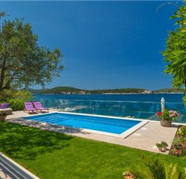 4 Bedroom Beachfront Villa with Pool near Rogoznica Sleeps 8-10