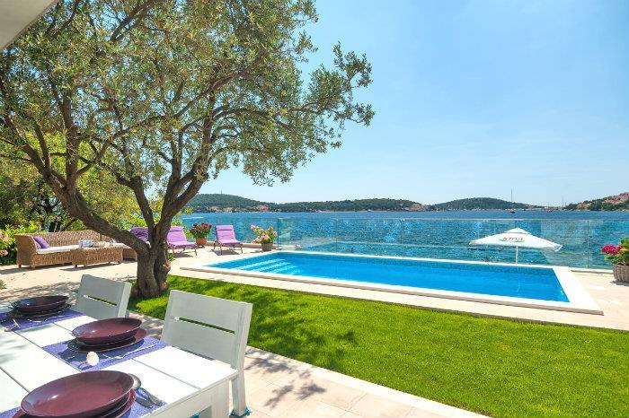 4 Bedroom Beachfront Villa with Pool near Rogoznica, sleeps 8-10