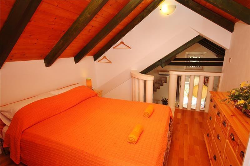 2 Bedroom Villa with Pool and Sea Views on Brac Island, sleeps 4-6