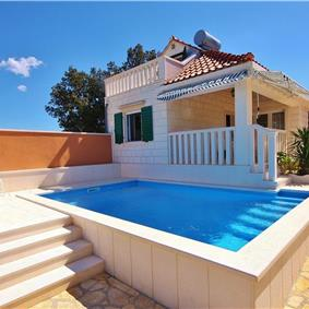 2 Bedroom Villa with Pool and Sea Views on Brac Island, sleeps 4-6