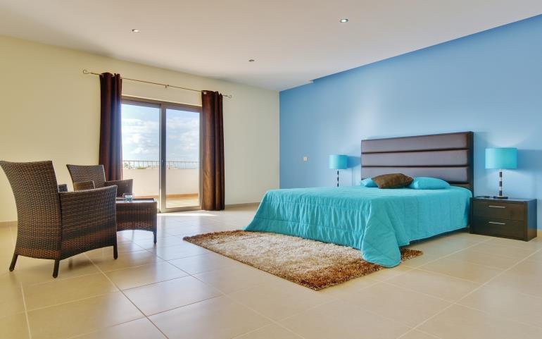 5 Bedroom Villa with pool near Guia, Sleeps 10