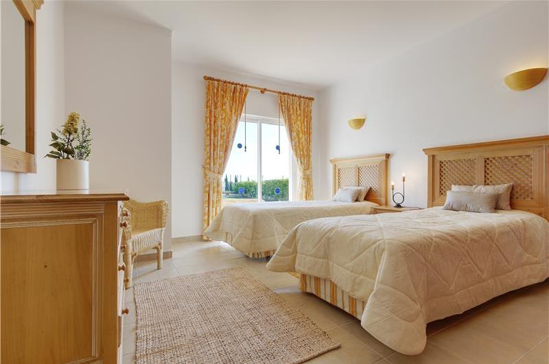 4 Bedroom Sea View Villa with pool near Sao Rafael, Sleeps 8