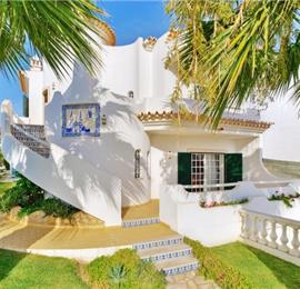 Charming 4 bedroom Villa with Pool in Albufeira, Sleeps 8