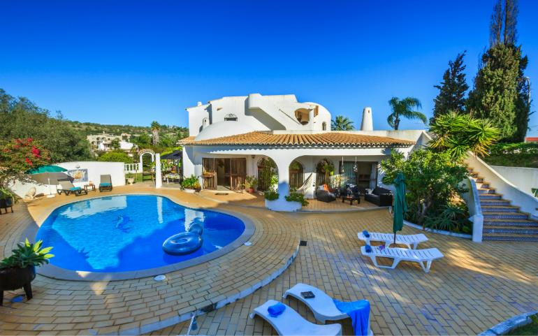 5 Bedroom House With Pool In Vilamoura, Sleeps 9