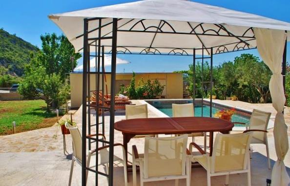 2 Bedroom Country Villa with Pool and Beautiful Views near Gruda, Sleeps 5
