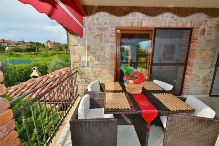 4 Bedroom Istrian Villa with Pool close to Porec, Sleeps 8