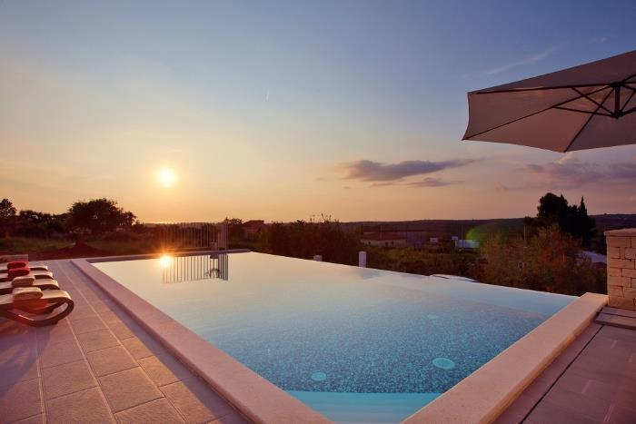 4 Bedroom Istrian Villa with Pool. Sleeps 8