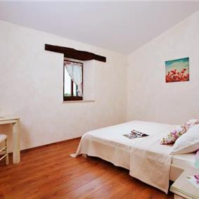 5 Bedroom Istrian Villa with Pool near Sveti Lovrec. sleeps 10-12