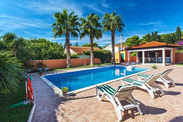 3 Bedroom Villa with Pool in Sumartin on Brac, sleeps 8-10